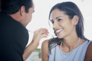 Как узнать, нравитесь ли вы мужчине: 5 проверенных признаков его симпатии