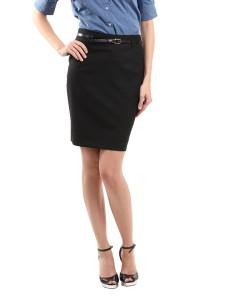 Темная юбка средней длины