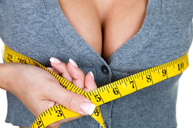 Как визуально увеличить грудь с помощью одежды