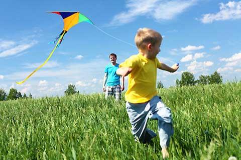 Чем занять ребенка на даче: 7 готовых идей для детского досуга