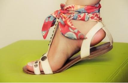 Как носить платок на ноге