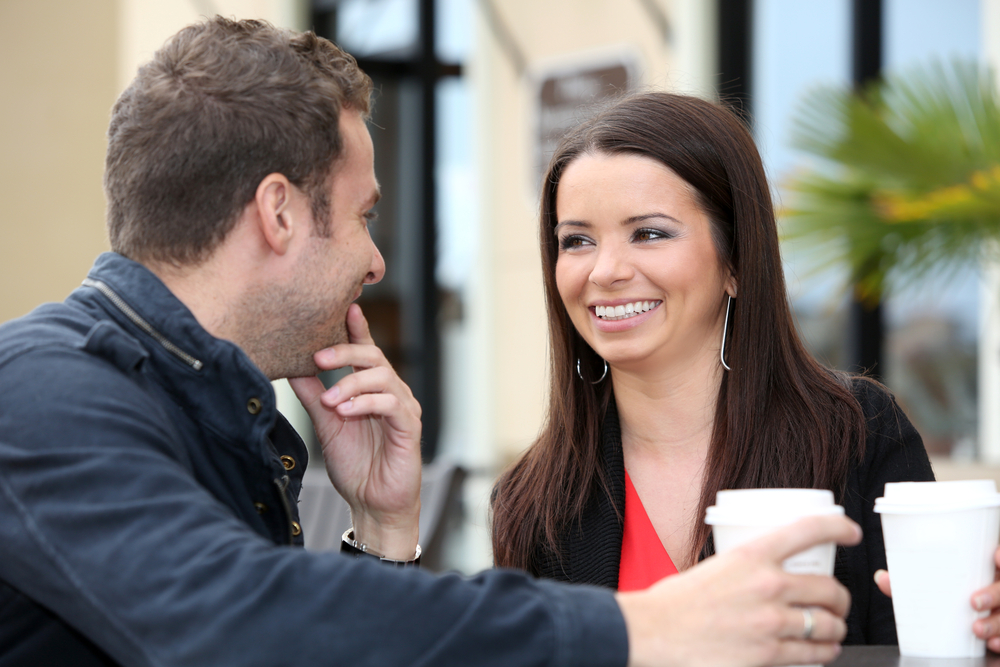 На что из женской внешности мужчины обращают внимание при знакомстве в первую очередь