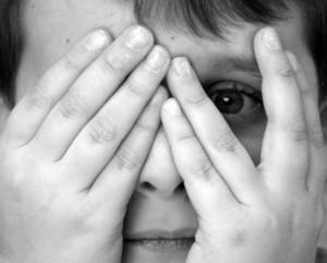 Ребенок боится темноты: причины страха и способы борьбы с ним