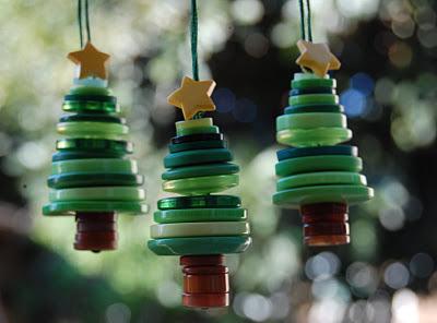 новогодние елочки из пуговиц