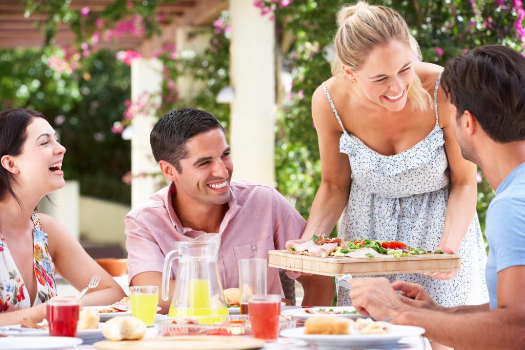 как подружиться с друзьями мужа