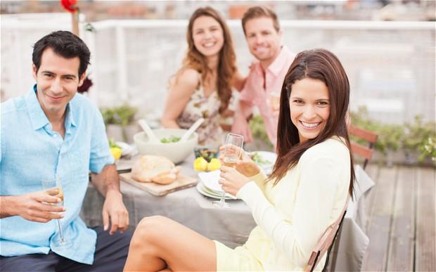 познакомить друзей мужа и жены