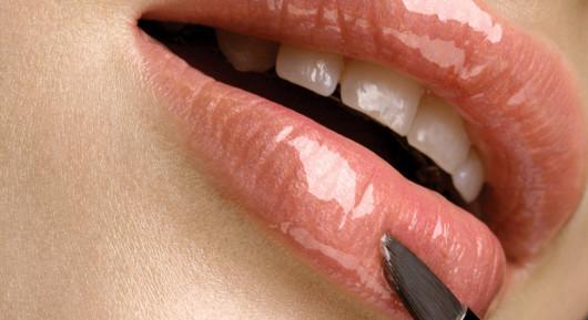 Как визуально увеличить губы с помощью макияжа