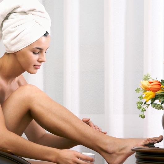 как правильно брить ноги бритвой