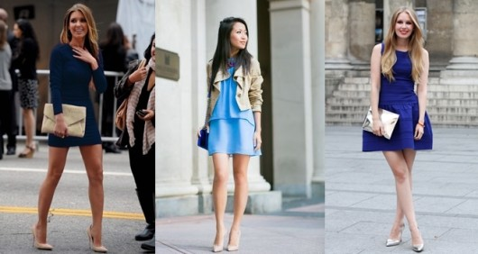 синее плать и бежевые туфли