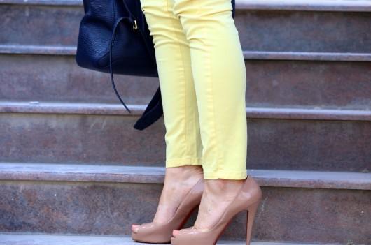 с какой обувью носить желтые брюки