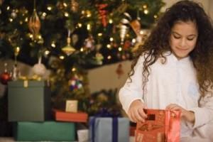 Что подарить девочке 10 лет на Новый год: 5 лучших идей для подарка