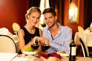 Что подарить друзьям на годовщину свадьбы – 8 лучших идей для подарка