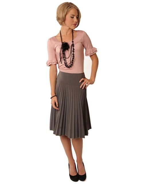 с чем носить серую плиссированную юбку