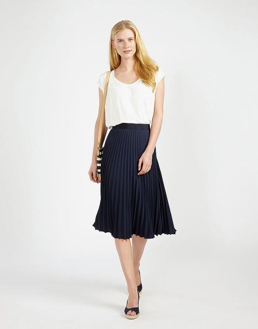 с чем носить синюю плиссированную юбку