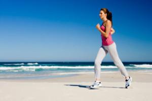 Можно ли заниматься спортом во время месячных: мнение гинекологов