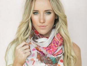 Создаем стильный образ с помощью весеннего шарфа
