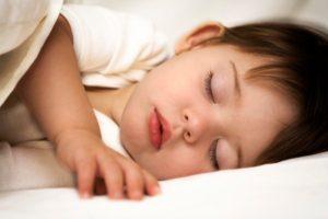 Ребенок плохо спит и часто просыпается ночью: что делать