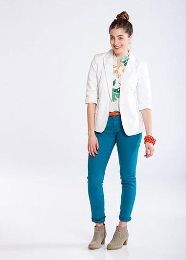 цветной верх к синим брюкам