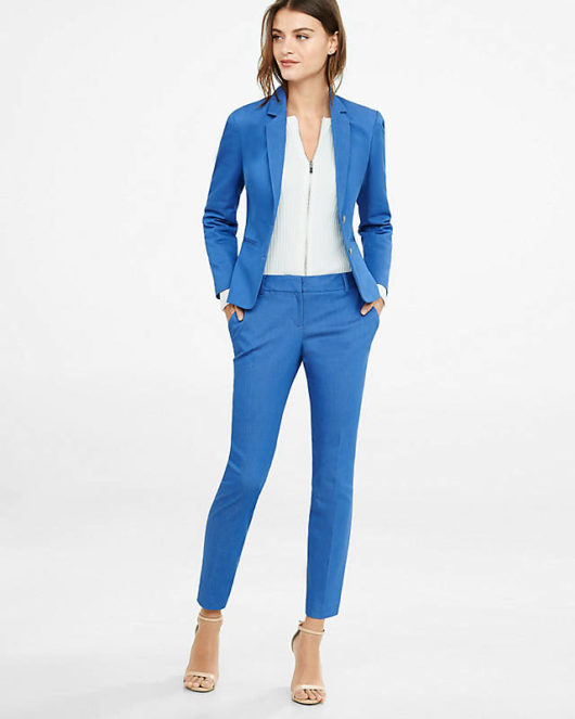 синий женский брючный костюм