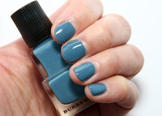 модный лак для ногтей бирюзового цвета