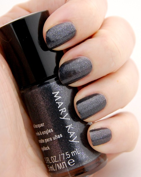 лак для ногтей серого цвета с блеском