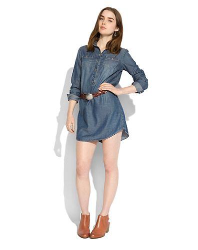 с чем носить джинсовое платье-рубашку
