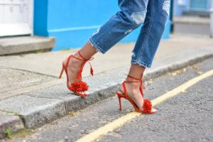 С чем носить красные босоножки (ФОТО)