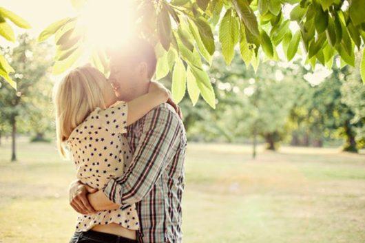 мужчина любит женщину: признаки