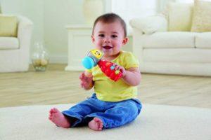 Молодые родители зачастую тратят уйму денег на детские игрушки, не задумываясь об их необходимости. Существует несколько полезных советов, которые позволят тратить деньги с умом и вместе с тем не обделить кроху вниманием.
