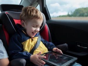 С ребенком в путешествие на автомобиле: полезные советы родителям