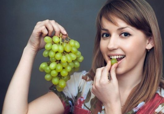 К чему снится виноград женщине