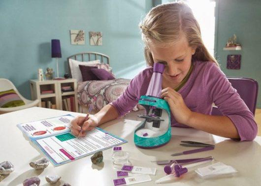 как выбрать подарок 8-летней девочке