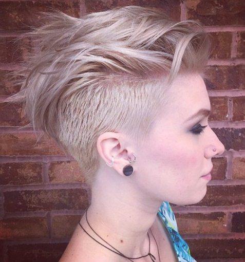 модные женские короткие стрижки на тонкие волосы - выбритый затылок и виски
