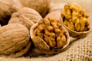 Польза и вред грецких орехов для организма