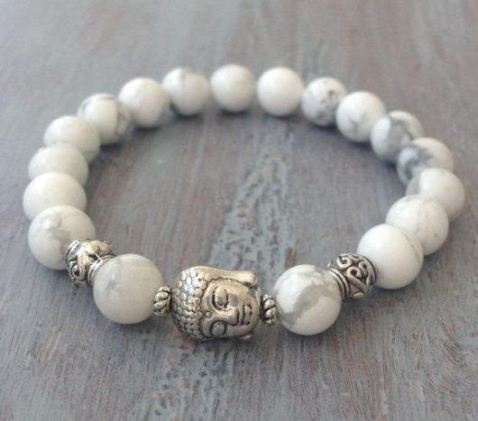 Модные женские браслеты из бусин