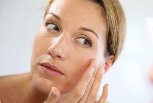 Как ухаживать за кожей вокруг глаз после 35: советы косметолога