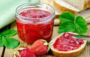 Как варить клубничное варенье с целыми ягодами: рецепты