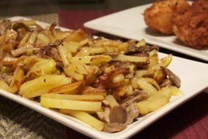 Как жарить грибы с картошкой на сковороде