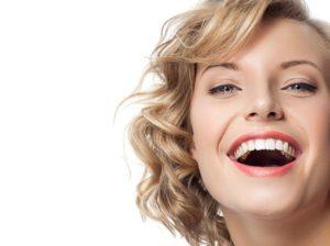 Как отбелить зубы в домашних условиях быстро