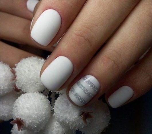 белые ногти 2018