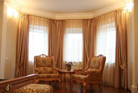 окна и шторы в классическом стиле
