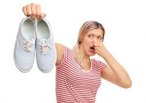 Как убрать запах из обуви в домашних условиях