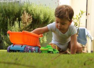 Что подарить ребенку мальчику на 2 года на день рождения