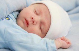Почему новорожденный вздрагивает во сне