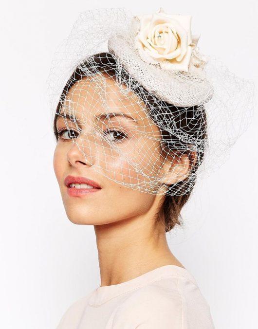 свадебные прически на короткие волосы шляпка