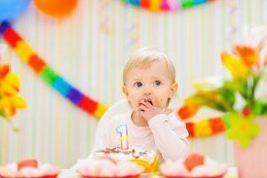 Что подарить ребенку девочке на 1 год на день рождения