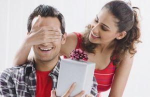 Что подарить мужу на первую годовщину свадьбы: идеи подарков