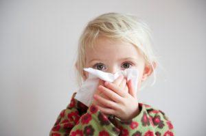 Как лечить простуду у ребенка эффективно и безопасно
