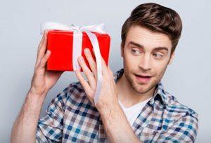 Что подарить любимому мужчине на день рождения: идеи подарков